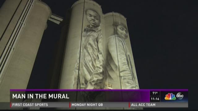 The man in the mural new artwork towers 150 feet over shipyards the man in the mural new artwork towers 150 feet over shipyards firstcoastnews solutioingenieria Image collections